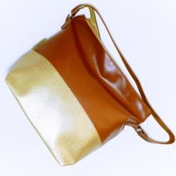 Bolsa de alça única caramelo e dourada